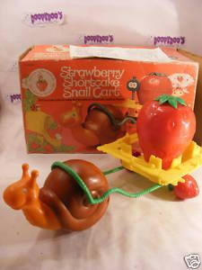 "VINTAGE 5"" STRAWBERRY SHORTCAKE SNAIL CART WITH BOX"